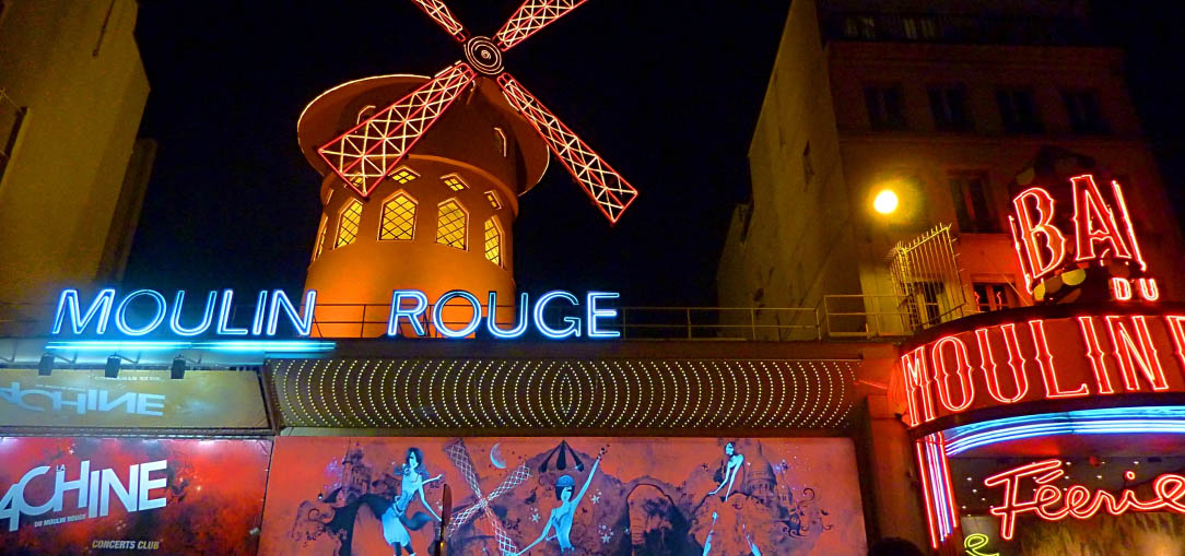 Cabaret venue the Moulin Rouge by night