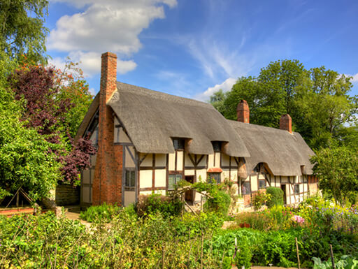 Anne Hathaway's (William Shakespeare's wife) famous thatched cottage and garden at Shottery, just outside Stratford upon Avon, England.