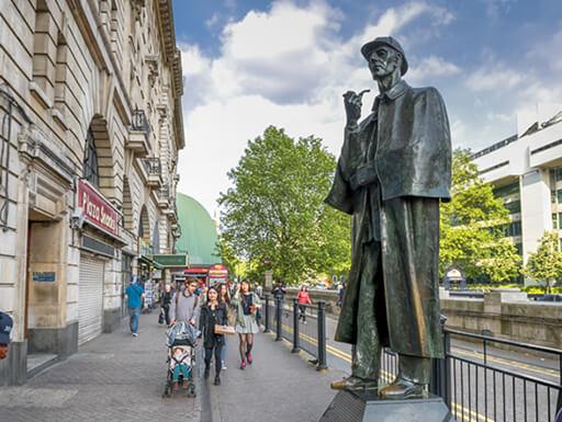 Sherlock Holmes statue at Baker street