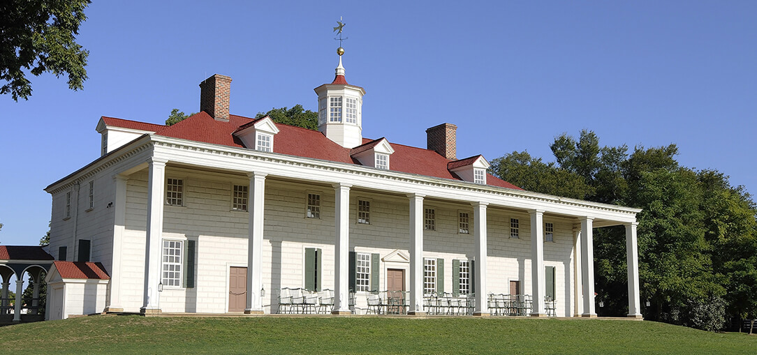 Exterior view of the first presidential residence, Mount Vernon, under clear blue sky