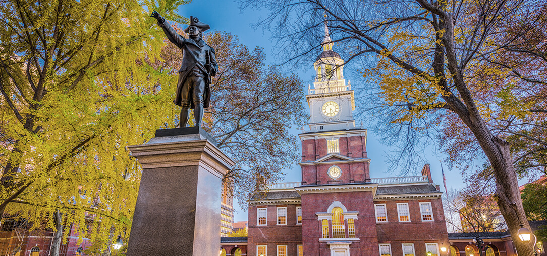 Exterior view of Independence Hall in Philadelphia at twilight