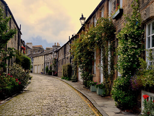 A view of cozy Royal Circus Lane, which connects Edinburgh's New Town with Stockbridge